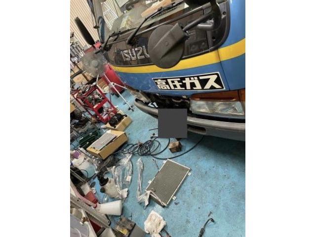 輸入車もお任せください!!社外パーツも取り扱っています。