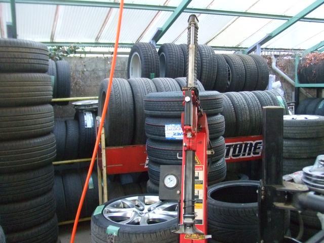 タイヤ保管も承ります。