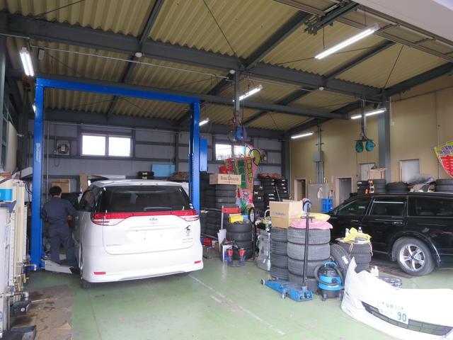 プロのメカニックがお客様のお車を大切に点検・整備しております。