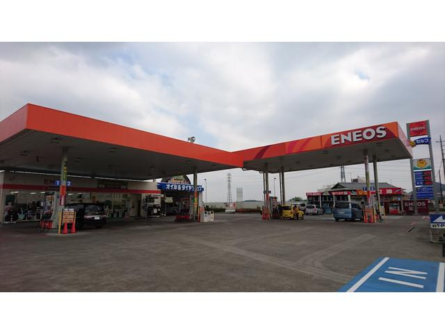 ENEOSマークのガソリンスタンドです。