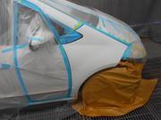 鈑金修理後の塗装作業も承っております。