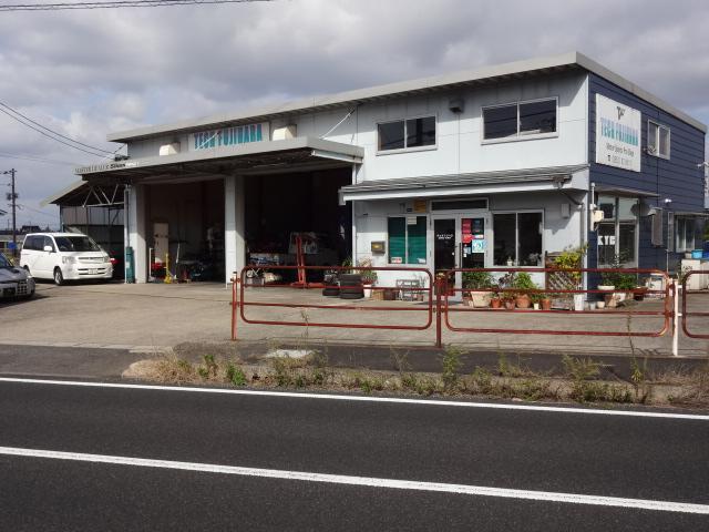 9号線玉湯中央交差点近くのテックフジハラ。車検も修理もチューニングもお任せください。