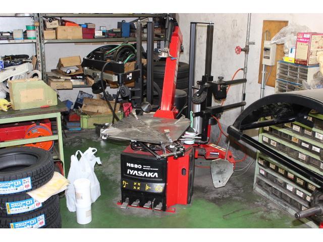 タイヤチェンジャーも完備しておりますのでタイヤの組み替えもお任せください!