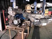 エンジン関連パーツの取付けを行います。