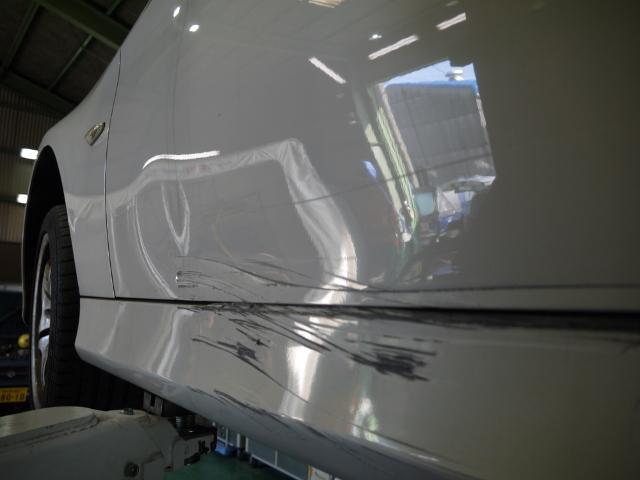 お客様の車を綺麗に修復すべく技術向上に励んでおります。