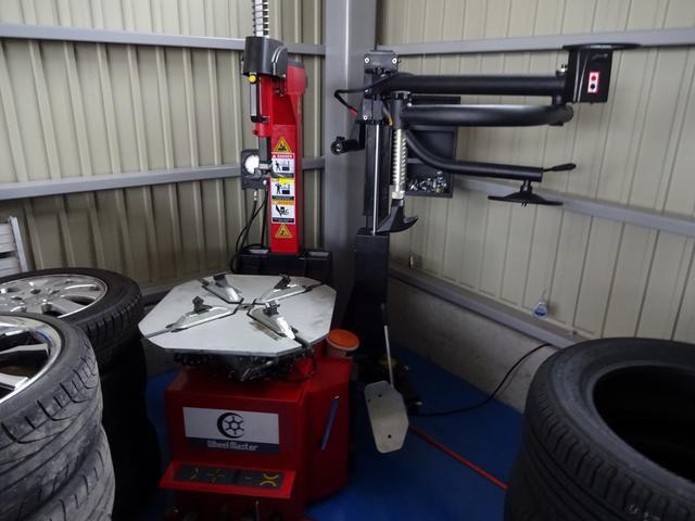 タイヤチェンジャー&ホイールバランサー完備。お持ち込みのタイヤもOKですよ