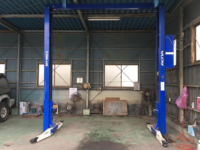 整備工場は風情がありますが、機材は定期的に入れ替えを行っておりますのでご安心下さい!