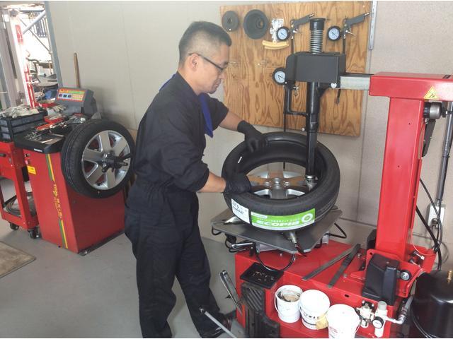 タイヤチェンジャー・ホイルバランサーを完備しております。タイヤ交換もおまかせください