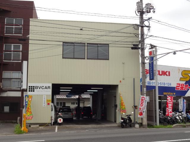 国道183号線沿いに店舗があります。