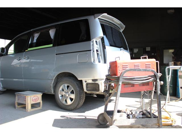 熟練の板金スタッフが交換修理や板金修理を行っております。