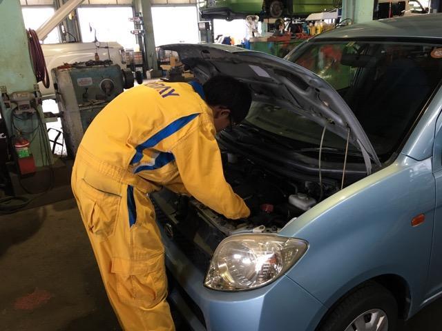 プロの整備士による整備を実施。お車の細部までしっかりチェック・整備を行います。