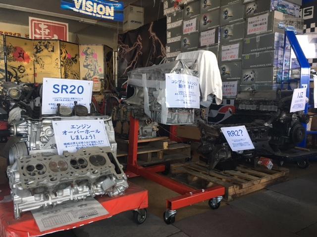 店内にも当社が手掛けたエンジンなども展示。エンジン、ミッション載せ替えなどもOK!