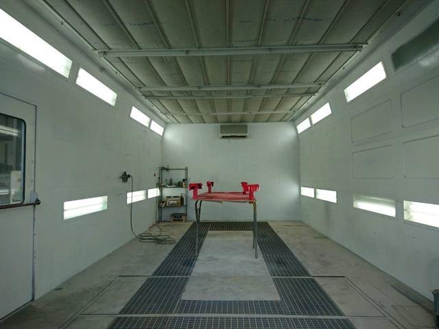 塗装ブース完備微細なホコリも排除し80度の熱風で乾燥が可能です