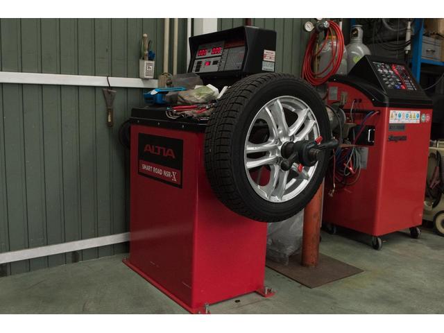 タイヤチェンジャー・ホイールバランサー完備。タイヤ交換もお任せ下さい。