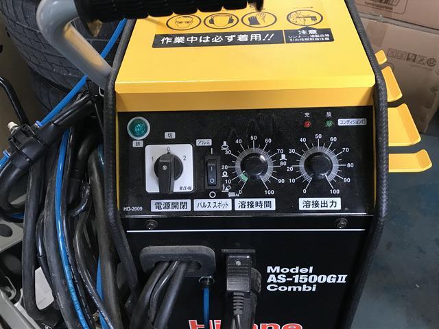 溶接機など鈑金塗装の為の機材も充実しております。仕上がりに自信あり。