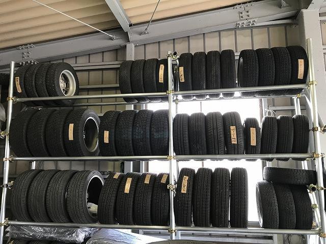 各種タイヤ販売も行っております。タイヤ交換もお任せ下さい。