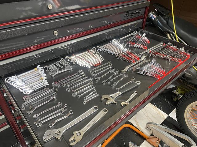 元々ディーラーメだった為、国産から外車まで対応する多種多様な工具があります。信頼出来る工具達です!!