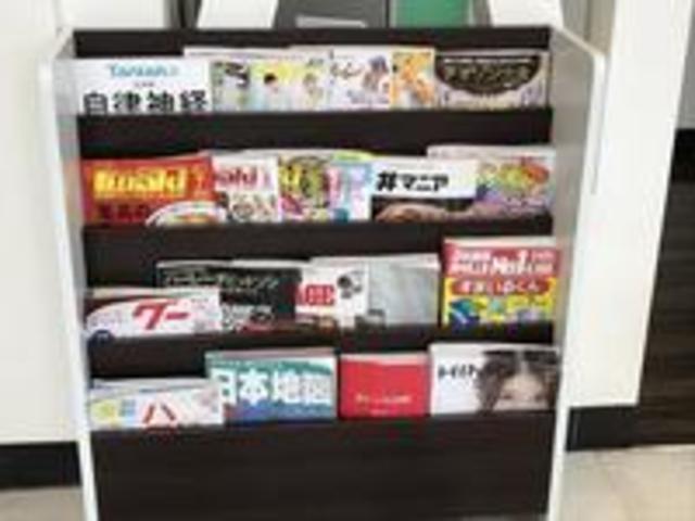 各種雑誌類も沢山ご用意しております。鬼滅の刃全巻揃ってます。