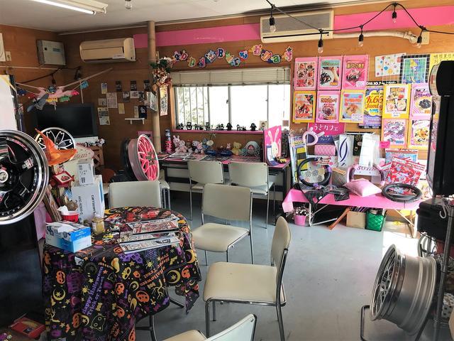 Sakura Base 店内