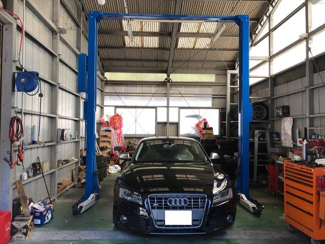ガレージ内は広々としており、しっかりと整備できる環境です!