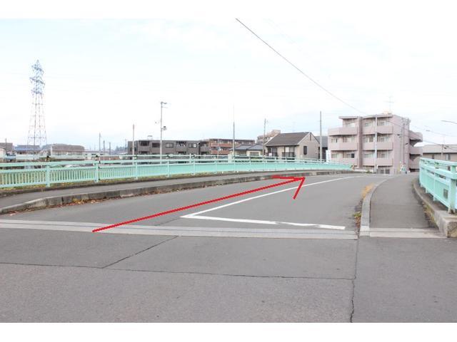 こちらの新田大橋をそのまま直進。