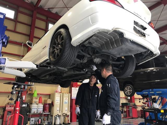 2柱リフト完備!!国家資格整備士が常駐しております☆ご希望のお客様には車内除菌致します!!
