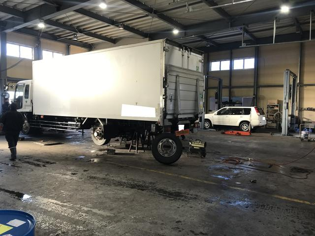 トラック整備用レーン