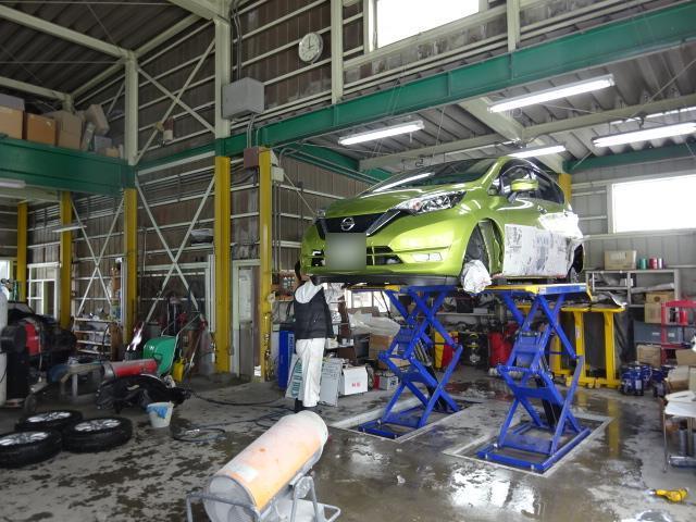 鈑金&塗装、コーティング、ヘッドライト塗装、一般整備、外装カスタム、事故修理等幅広く行っております!