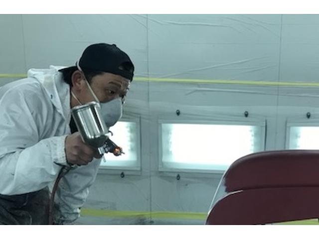 熟練の職人が大切なお車の修理を行います。