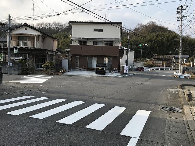 当社そばの交差点の画像となります。