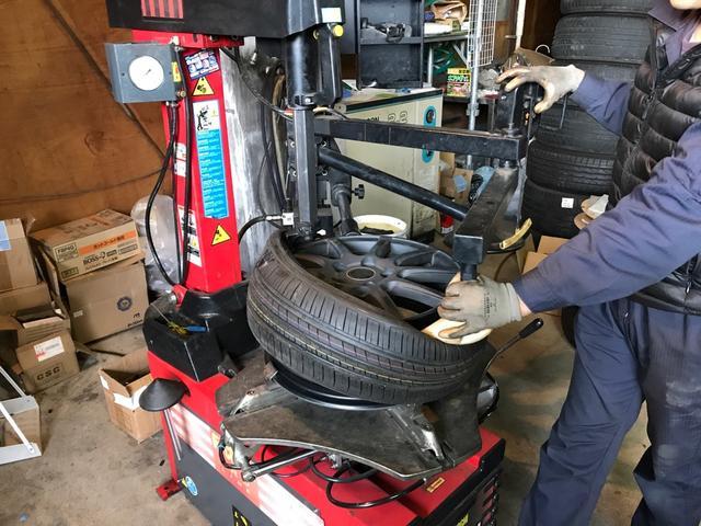 熟練スタッフが丁寧且つ迅速にタイヤ交換を行います!