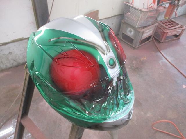 ヘルメットやスマホカバーへの塗装もOK!