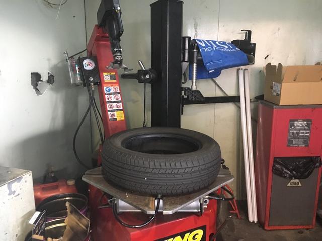 タイヤ組み替えもお任せください。
