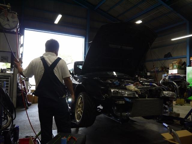 サーキットを走行するシビアな車の修理・整備で身に付けた高い技術で丁寧・確実に作業します。