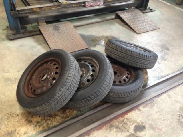 タイヤ交換、組み替えもお任せください