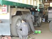 大型トラックなども整備可能!