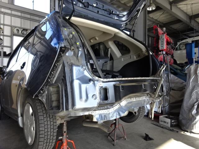 事故による修理、板金塗装もお任せください!