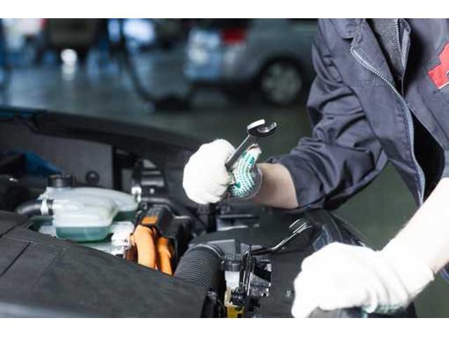 4名の2級整備士がお客様のお車を確実にサポートします。