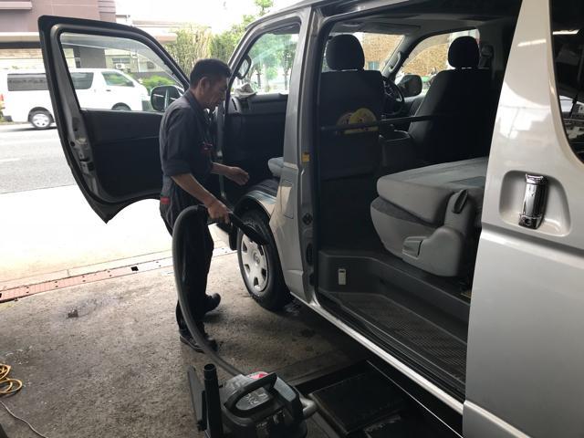 車検整備時、洗車だけでなく室内洗浄も行っております。
