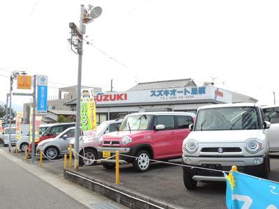 ワゴンRのほか、新型車を多数展示中