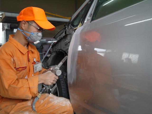 熟練の鈑金スタッフが事故修理などの作業にもご対応致します。