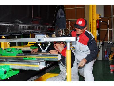 三次元フレーム修正機で大破修理も対応!!