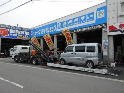 フルフラットタイプの積載車を5台完備
