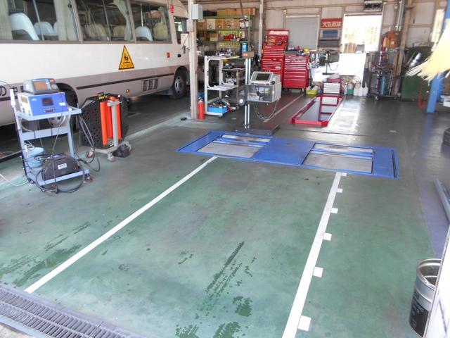 車検専用ライン完備の近畿運輸局指定工場です。車両を陸運局等に持込むことなく検査完了。最短60分車検可