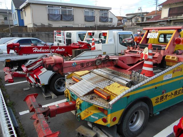 レッカー車2台・バイク搬送用積載車も完備。事故や故障などお困りの際はご相談下さい。