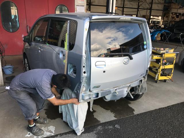 (有)東関自動車工業 作業風景