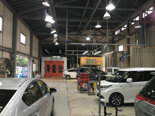 広い工場で何台も同時に作業致します!