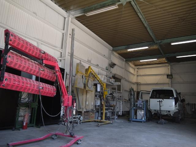 作業スペースでは様々な修理を行っております。