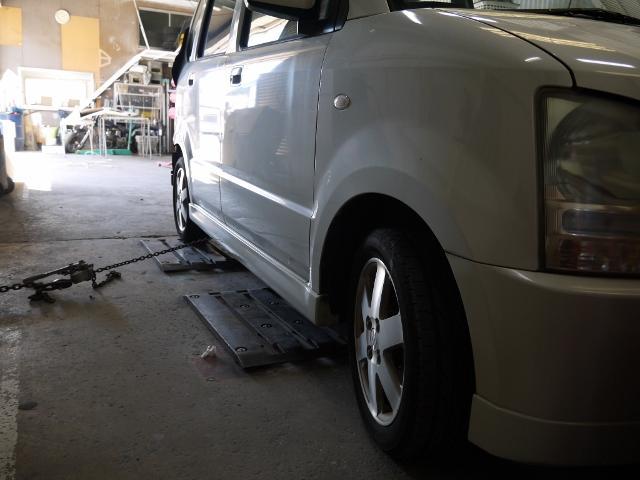 修理用リフトなど修理を行う際に必要な設備は揃っております。