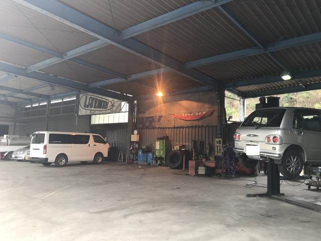工場も広く軽自動車からトラックまで対応可能